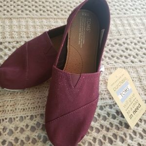 NWT💞TOMS SLIP ON CLASSIC LOAFER 💞